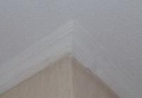 как резать потолочный плинтус внешний угол