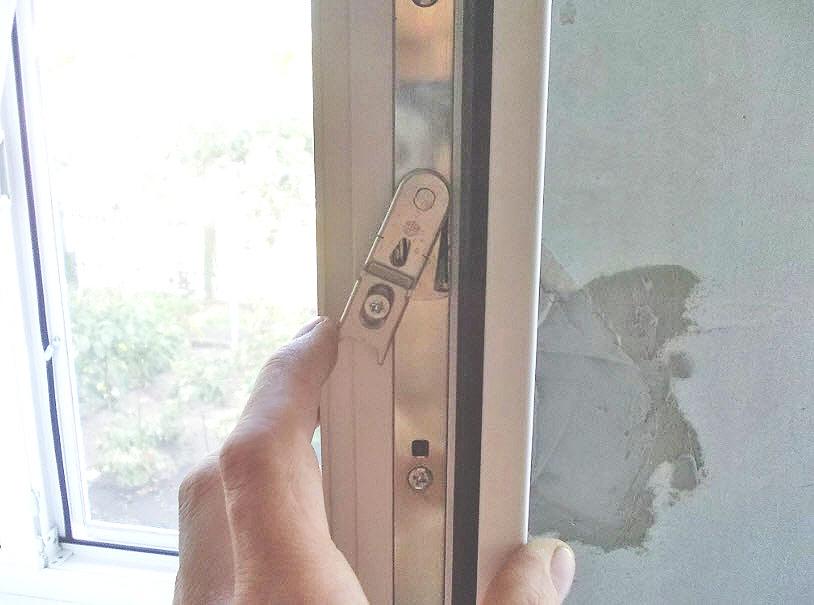 Снять створку пластикового окна своими руками