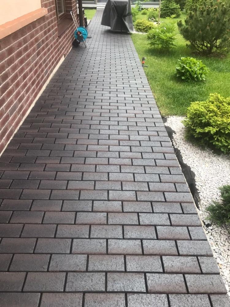 Тротуарный клинкерный кирпич: его полезные свойства, как его производят, почему его выбирают для наружной отделки