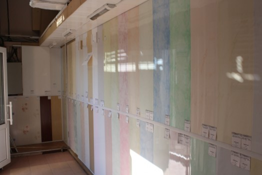 Как выбрать пластиковые ПВХ панели: разновидности материала и их особенности