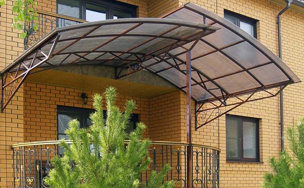 Крыша из поликарбоната – монтаж, достоинства и недостатки