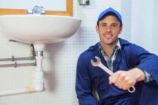 Преимущества услуг частного мастера по установке ванны