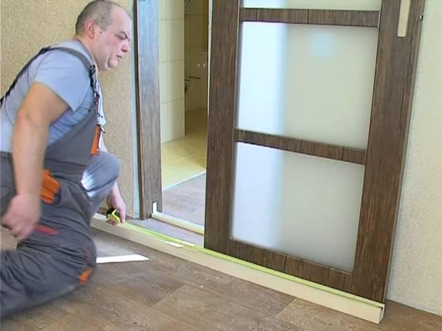 Как установить дверь своими руками. Видео.